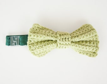 Handmade crochet accessory for men, green bow tie in cotton with fabric on the back