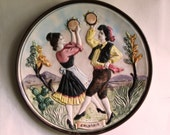 piatto vintage, ballo della tarantella, plate depicting a man and a woman dancing the Tarantella, a typical dance of Calabria, Italy 1960