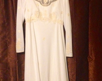 Sz 11/12 Bohemian Flower Power 1970s flowing Wedding Dress with Daisies and Extra long Train