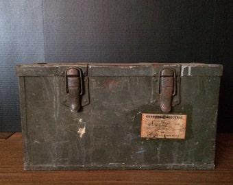 Vintage Trunk General Electric Box Case Transmitter Tuning Unit TU-7-B Schenectady New York Green Military ww2 wwii usa Storag