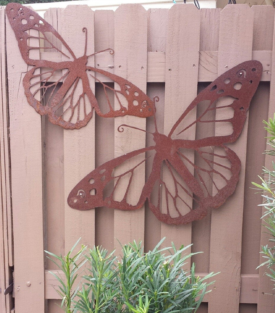 Outdoor metal wall art natural steel wall art monarch for Decoration patio exterieur