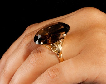 Stunning Vintage 1940's 18k Yellow Gold Oval Cut Smokey Quartz Solitaire Ring 35.5ct