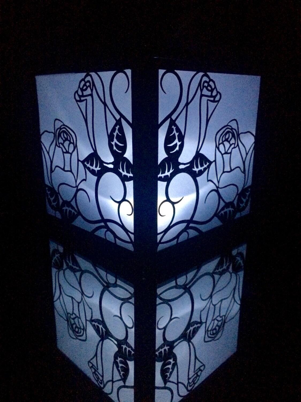 luminaire lanterne en papier d coup rose par shimmeringceremony. Black Bedroom Furniture Sets. Home Design Ideas