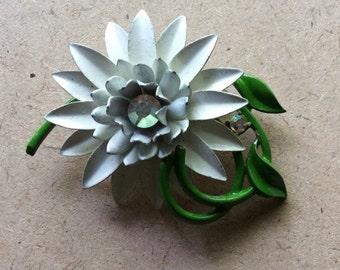 Retro White Enameled Flower Brooch