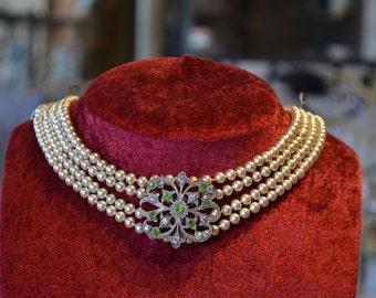 Necklace multistrand pearl necklace vintage;