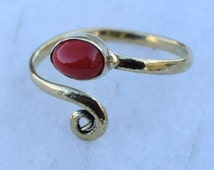 Toe ring, Brass Toe ring, Spiral Toe ring, Coral Stone Toe ring, Gemstone Spiral Toe ring, Adjustable Toe ring, Foot jewellery