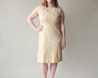 plus size dress / plus size lace wiggle dress / 1960s / XL