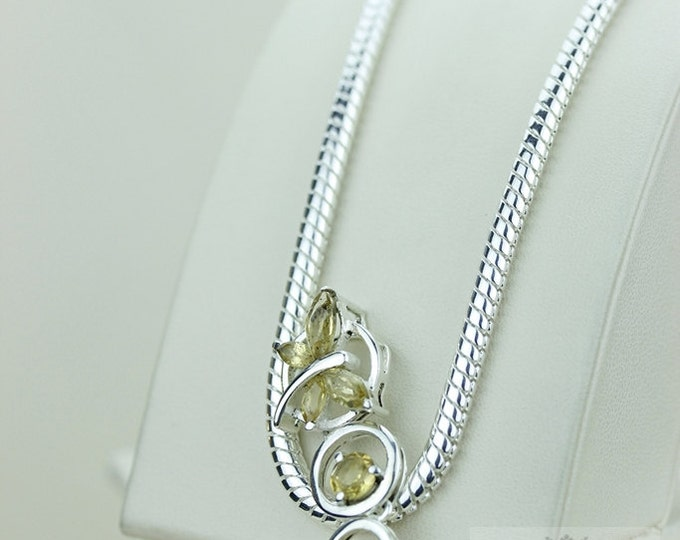 Small Size CITRINE BUTTERFLY 925 S0LID Sterling Silver Pendant + 4mm Snake Chain & Worldwide Express Shipping p1388