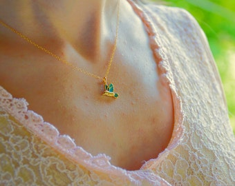 Gold bird necklace, Bird necklace, Hummingbird necklace, Hummingbird gold necklace, Flying bird necklace, Animal necklace,Tiny bird necklace
