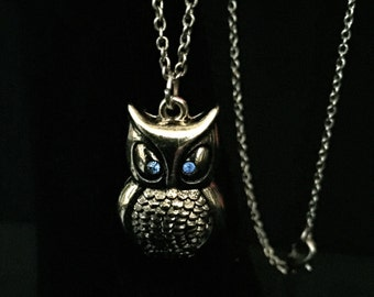Vintage Silver and Rhinestone Owl Pendant Necklace          VG1531