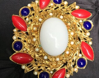 WOW! Patriotic Vintage pin in red, white and blue