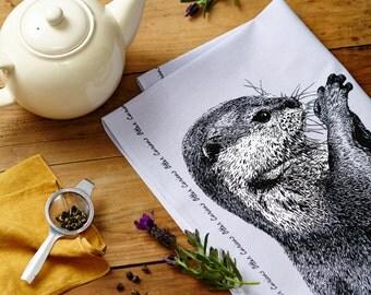 Curieux loutre torchon dans pâle violet - accessoire de cuisine campagne, homeware parfait cadeau pour les amoureux des animaux.