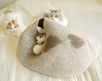 Beige felted pet beds with hearts - wool dog bed - felt cat cave - felt cat bed - modern dog bed - pet furniture