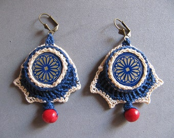 Crochet earrings with bottle caps