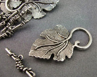 A6 - 5 Antique Silver Leaf Toggle Clasps Kitsch Vintage