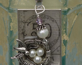Vintage style resin bird's nest and pearl pendant!