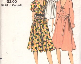 1970s Vogue 8086 Misses Flared V Neck Dress and Capelet Pattern  Womens Vintage Sewing Pattern Size 8 Bust 31 UNCUT