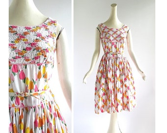 50s Floral Dress / Tulip Dress / Vintage 1950s Dress / Small S