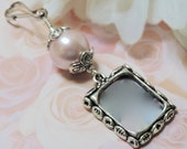 Bridal bouquet photo charm. Pink pearl Wedding bouquet charm. In memory of. Wedding keepsake. Gift for the bride. Bridal shower gift.