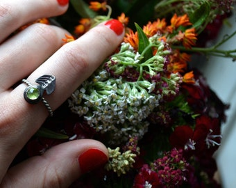 Royal Peridot Gem Arrow Vane Silver Ring