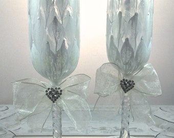 Wedding Toasting Flutes, champagne glasses, personalizable, with bows and swarovski crystal hearts