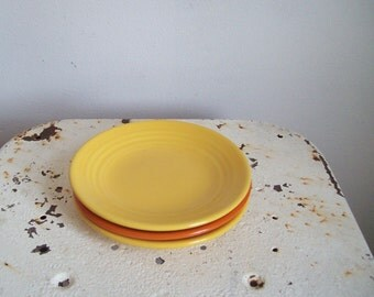 """Vintage Bauer Pottery 6"""" plate ring ware chinese yellow small plate  post war 1940s California pottery"""