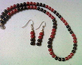 Black and Red Pearl Necklace and Earrings (0893)