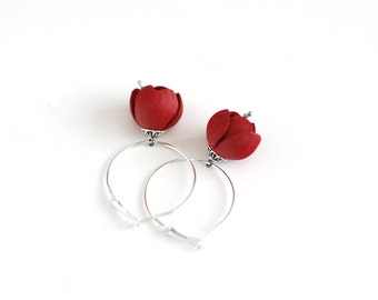 Leather earrings in red