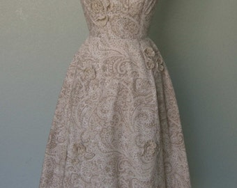 1950s Bonwit Teller Dressy Cotton Summer Dress // Taupe on White // Floral Appliques // New Look // Decorative Pleating //