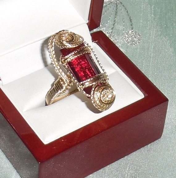 21 ct Natural Square MIx Red Topaz gemstone, 14kt yellow gold Ring Size 8 1/2
