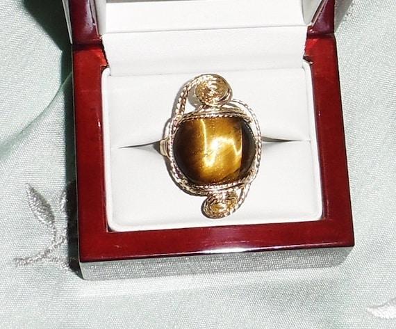 20ct Natural Round Cabochon Tiger Eye gemstone, 14kt yellow gold Ring Size 8