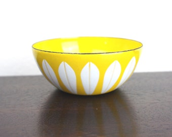 "Vintage Cathrineholm Lotus Bowl Yellow with White Lotus Pattern, 4"" Enameled Steel, Tiny Nut or Snack Serving, Grete Prytz Kittelson 180031"