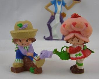 Strawberry Shortcake mini figure set with Strawberry, Huckleberry Pie, and the Purple Pieman