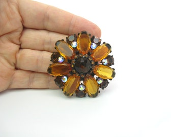Daisy Brooch. Smoky Topaz Aurora Borealis Rhinestones, Amber Glass Jeweled Flower. Vintage 1960s Glamour Statement Jewelry