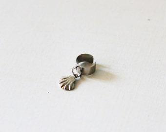Non pierced ear cuff, silver band ear cuff, Sea shell ear cuff, Dainty ear cuff, No piercing earring, Cartilage earring, cartilage ear cuff