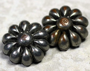 Stunning Realistic Silver Flower Buttons ~ 1-1/8 inch 29mm ~ Vintage Metal Coat Buttons ~ Chunky Floral Sewing Buttons