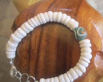 Puka shell bracelet, surfer jewelry, hawaiian jewelry, ocean jewelry, beach jewelry, shell jewelry, tropical jewelry,