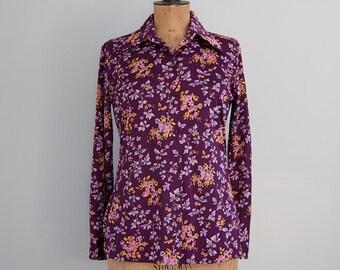 SALE Vintage purple floral blouse, botanical print 70s womens shirt, purple disco shirt, nylon shirt, long sleeve button up