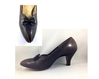 Vintage Brown Pumps 1950s early 60s leather shoes with bow and arch support