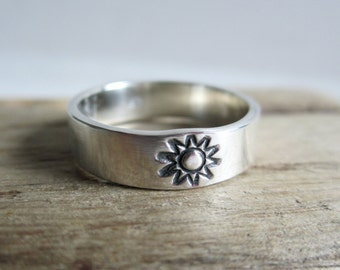 Sunny Sterling Silver Ring - Silver Band