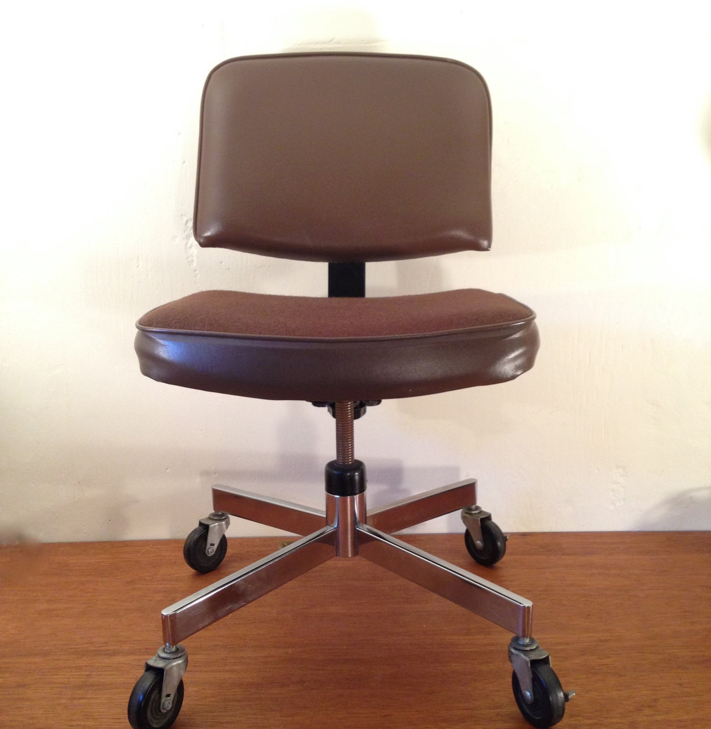 OFFICE DESK CHAIR Vintage Cushioned Chrome Brown Upholstery Fabric And Vinyl