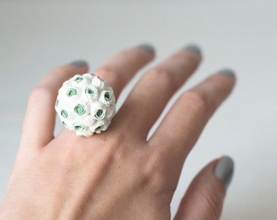 White flower ring - white ring - white flower - white jewelry - bridesmaid gift - bridal bouquet - ring white flowers - blossom ring