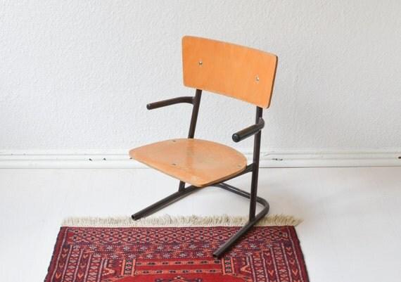 Vintage kinderstuhl kleiner stuhl blumenhocker holz schulstuhl for Schulstuhl holz