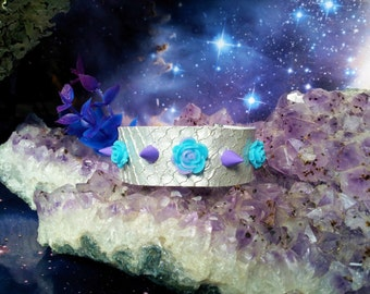 Silver scales pastel bracelet with spikes and roses