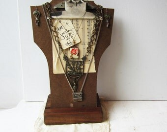 Clipboard Necklace Bust Display with Sturdy Wooden Base - Vintage Industrial Retail Necklace Display
