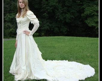 wedding gown, vintage 1970s, Victorian style, eggshell, bohemian,Prairie,  Steampunk, Edwardian, Romantic size small
