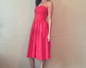 1950's Red Strapless Party Dress with Sweetheart Neckline and Tea Length Full Skirt