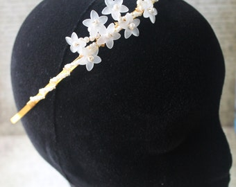 Elen: A White Flowers & Pearl, Spring Wedding Crown. Country Style