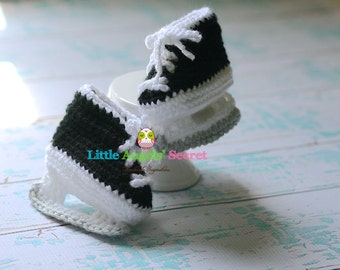 Crochet hockey Baby Booties, Crochet hockey skates, photo prop, Crochet booties.