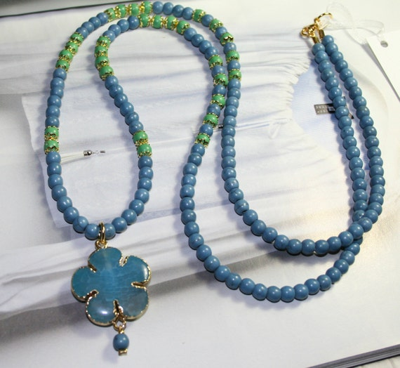 Agate flower pendant long necklace with howlite blue and green beads